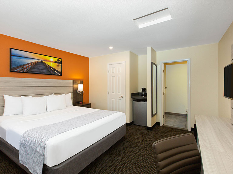 Single King Room at Days Inn Monterey Fisherman's Wharf Hotel