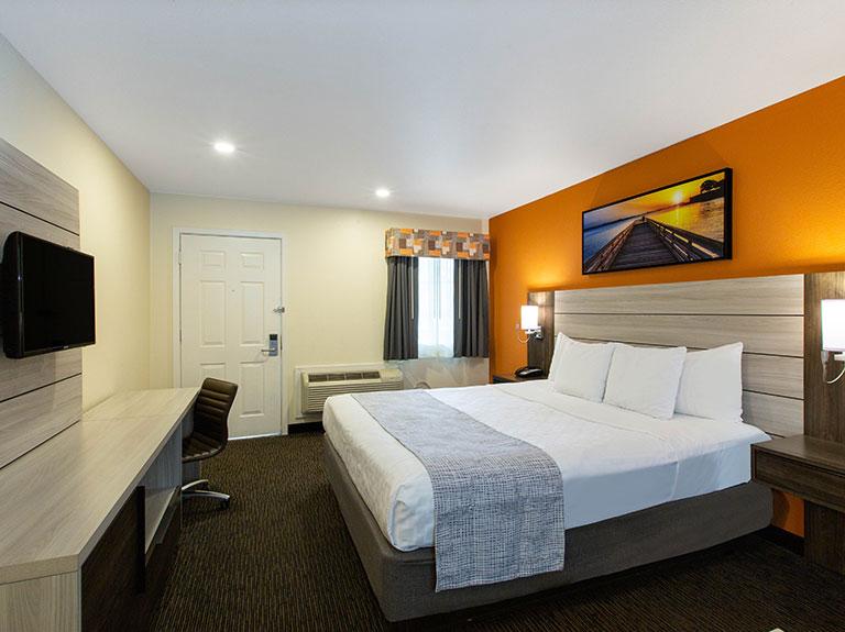 Single Queen Room of Days Inn Monterey Fisherman's Wharf Hotel